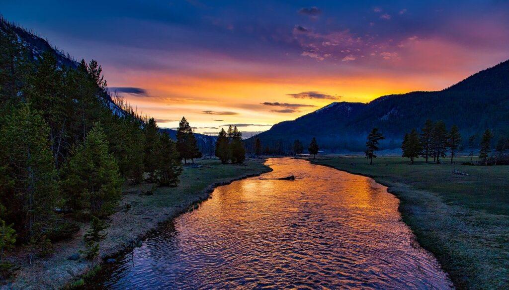 river, mountains, sunset-1589616.jpg